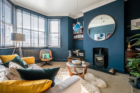 2 bedroom flat for sale - Ickburgh Road, London,  E5