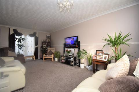 3 bedroom terraced house to rent - Bracondale Road London SE2
