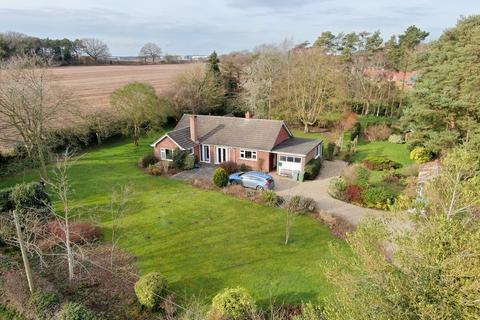 4 bedroom detached bungalow for sale - Hall Lane, Postwick