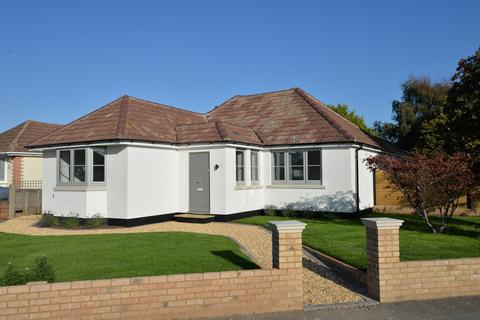 3 bedroom detached bungalow for sale - Furze Croft, New Milton
