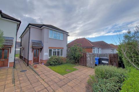 2 bedroom flat for sale - Herbert Avenue, Poole, BH12 4HU