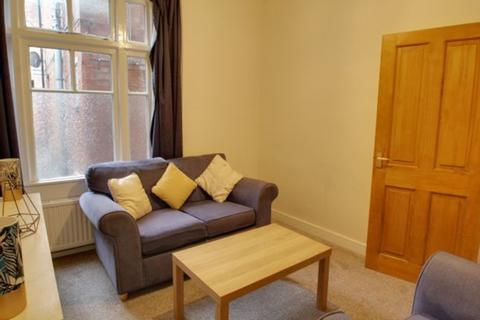 2 bedroom apartment to rent - Winkfield Road, London