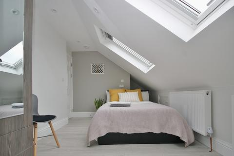 House share to rent - Sunningdale Avenue, East Acton
