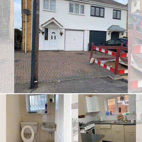 4 bedroom semi-detached house to rent - Maytree Close , Rainham RM13