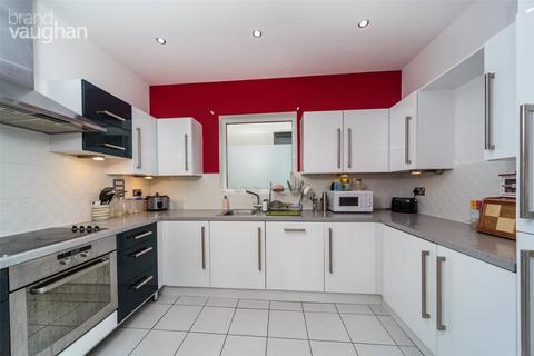 3 bedroom apartment to rent - Sheffield Court, Kingscote Way, Brighton, BN1