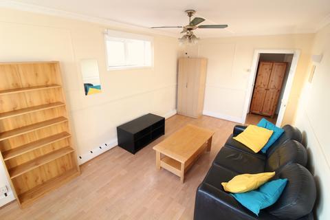 3 bedroom flat to rent - Grarfton Road, Kentsih Town NW5
