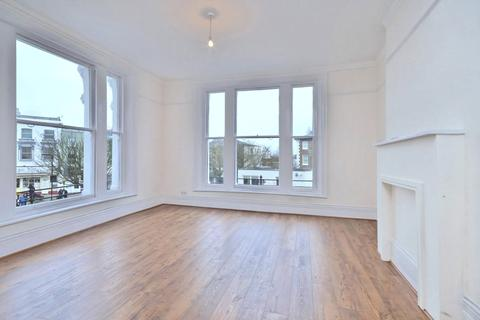 4 bedroom property to rent - Belsize Lane, London, NW3