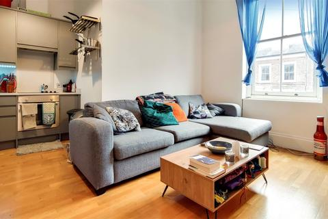 1 bedroom flat to rent - Forest Road, London, E8