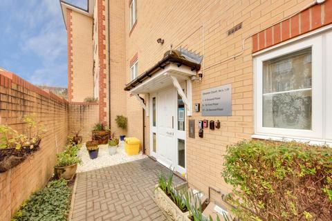 2 bedroom flat for sale - Oleastor Court, Stoneleigh Road , Clayhall
