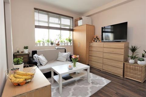 Studio to rent - Perth Road, Wood Green N22