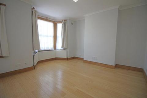 3 bedroom terraced house to rent - Wellington Road E17, Walthamstow