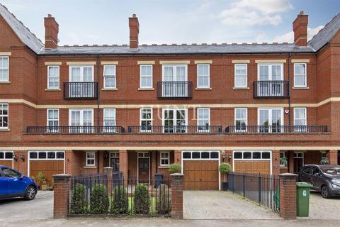 4 bedroom townhouse for sale - Brandesbury Square, Woodford Green, Essex IG8