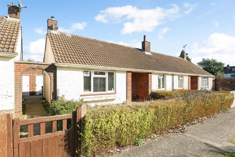 2 bedroom semi-detached bungalow for sale - Durnford Close, Chichester