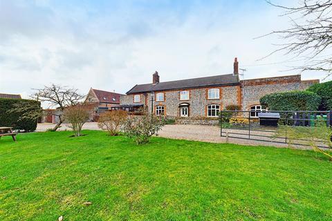 5 bedroom detached house for sale - Knapton, NR28