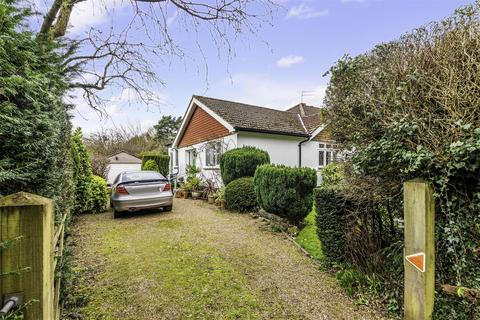 3 bedroom semi-detached bungalow for sale - Withybed Corner, Walton On The Hill, Tadworth