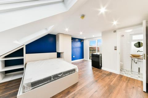 5 bedroom end of terrace house to rent - Celtic Street, London E14