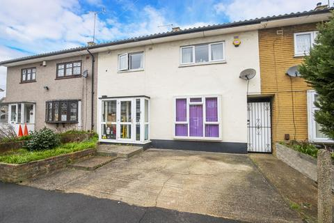 3 bedroom terraced house to rent - Tudor Crescent, Hainault, IG6