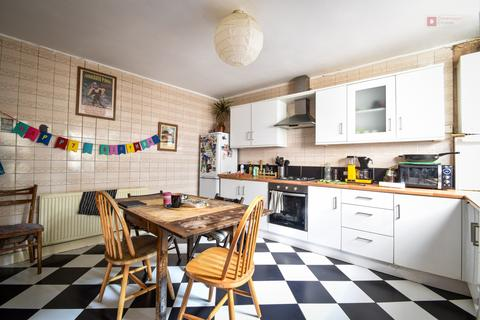 4 bedroom terraced house to rent - Atherden Road, Lower Clapton, Lower clapton, London E5