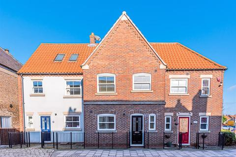 3 bedroom terraced house for sale - Beckside, Beverley, East Yorkshire, HU17 0PB