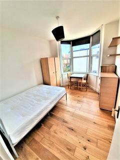 Studio to rent - Westbury Avenue , Wood Green, London N22