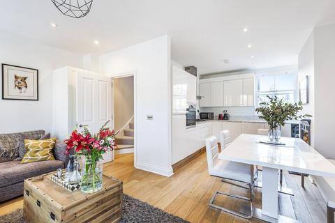 3 bedroom flat for sale - Honeybrook Road, Balham