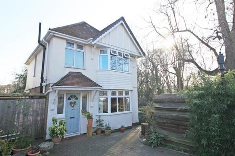 3 bedroom detached house for sale - Swift Road, Woolston, Southampton, SO19 9ES