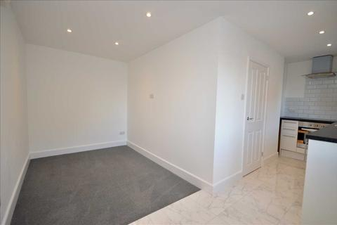 1 bedroom property to rent - Wingrove Court, Broomfield Road, Chelmsford