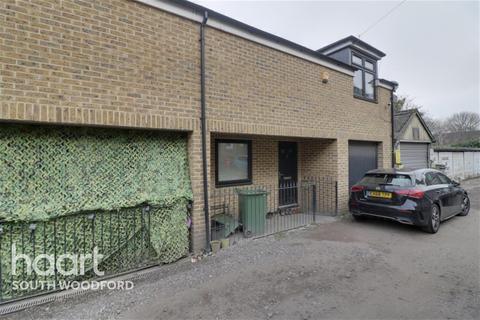 3 bedroom terraced house to rent - Elfrida Close, Woodford Green, IG8