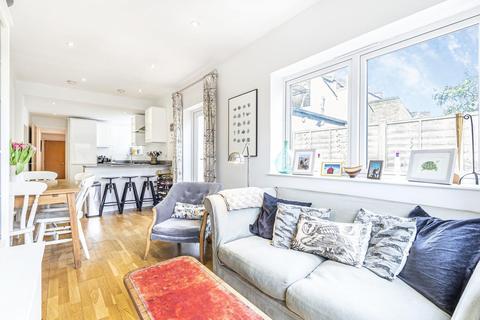 2 bedroom flat for sale - Ferndale Road, Clapham