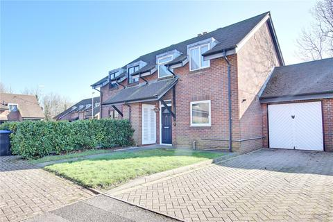 3 bedroom semi-detached house for sale - Eriskay Court, Worthing, BN13