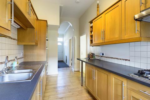 3 bedroom terraced house to rent - Biddlestone Road, Heaton