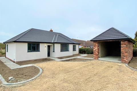 3 bedroom detached bungalow for sale - Main Road, Long Bennington