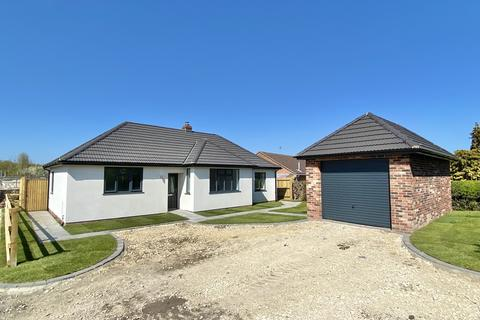 3 bedroom detached bungalow for sale - Main Road, Long Bennington