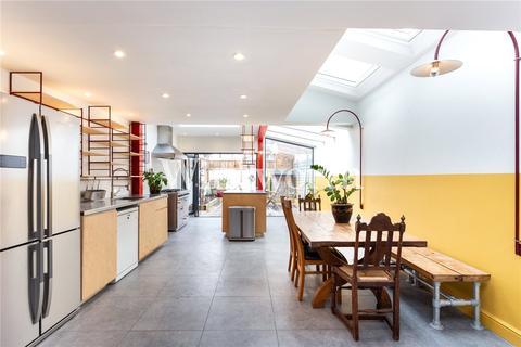 4 bedroom end of terrace house to rent - Harringay Road, London, N15