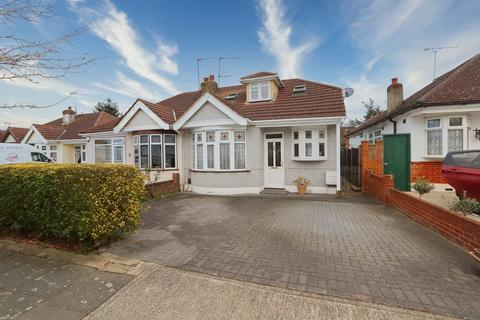 2 bedroom chalet for sale - Heather Drive, Romford, RM1