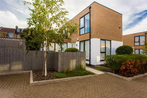 3 bedroom detached house for sale - St. Thomas's Mews, Charlton, London, SE7