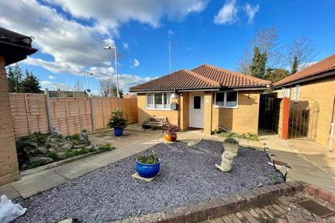 2 bedroom detached bungalow for sale - Bampton Road, Luton