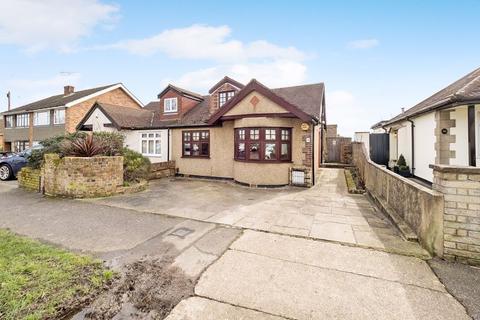 3 bedroom semi-detached bungalow for sale - Limerick Gardens, Upminster