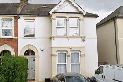 3 bedroom flat to rent - Airthrie Road, Goodmayes