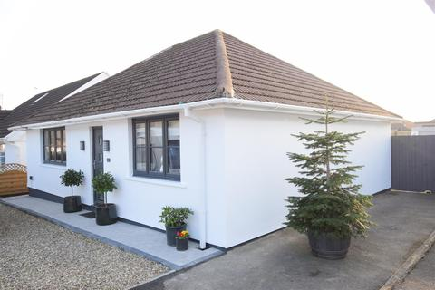 2 bedroom detached bungalow for sale - Lon Fawr, Caerphilly