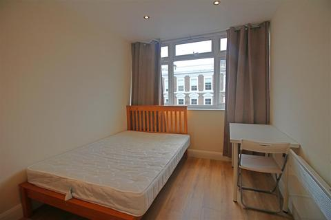 4 bedroom flat to rent - Bethnal Green Road, London