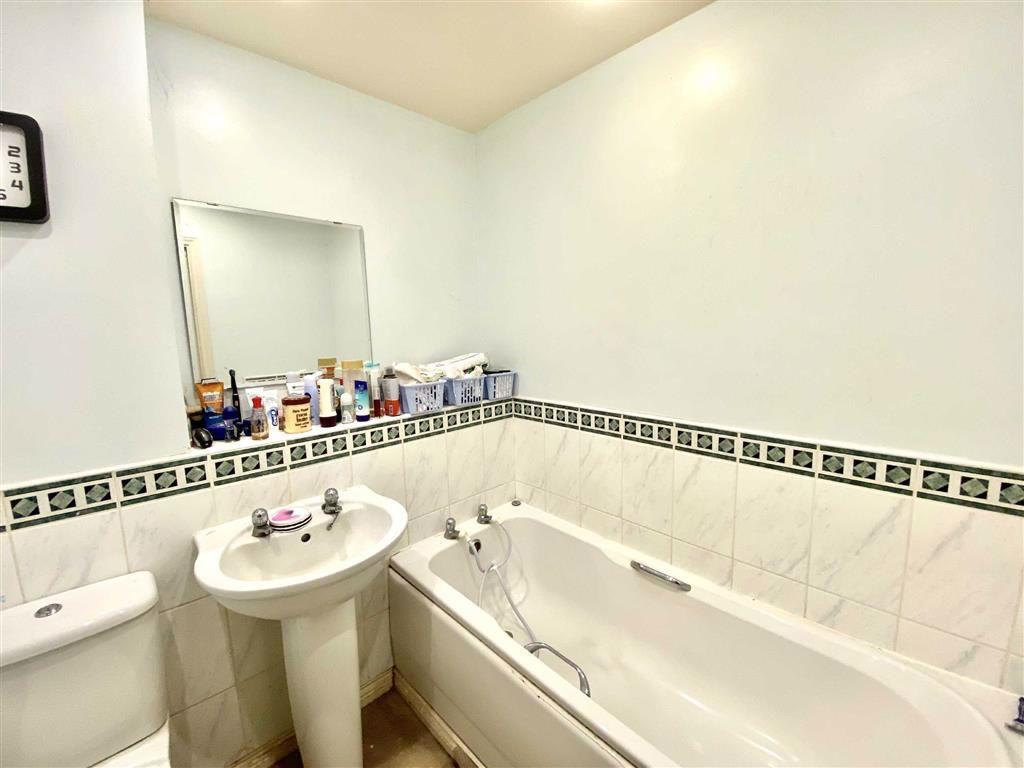 Modern Bathroom (side)