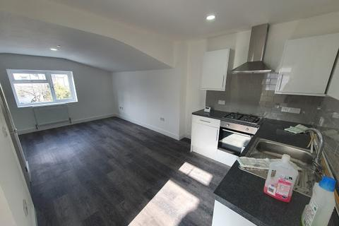 Flat to rent - Flat 4, 3 Richards Street, Cathays, CARDIFF, CF24