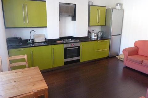 3 bedroom flat to rent - Eynham Road, London W12