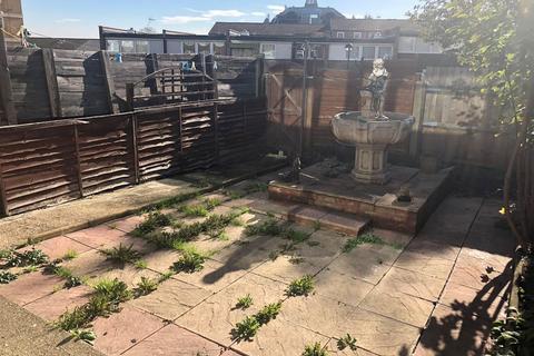 4 bedroom house to rent - Pellatt Grove, London