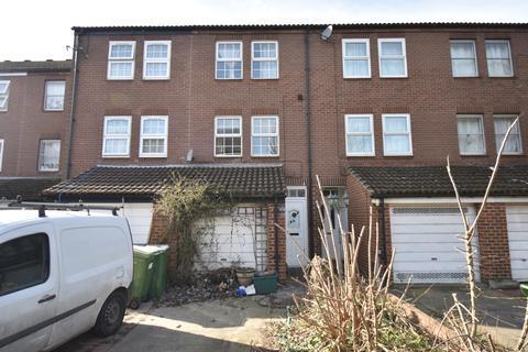 3 bedroom townhouse for sale - Fieldfare Road London SE28