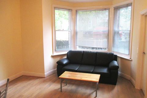 1 bedroom semi-detached house to rent - London NW6