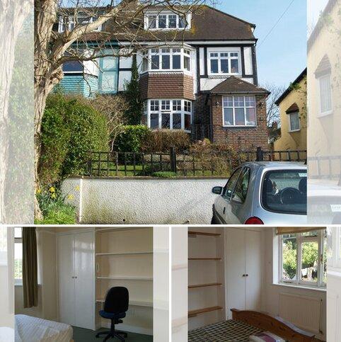 5 bedroom semi-detached house to rent - Bevendean Crescent, Brighton BN2