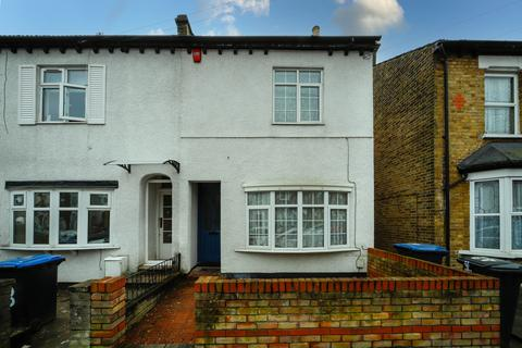 3 bedroom semi-detached house to rent - Raynton Road, EN3