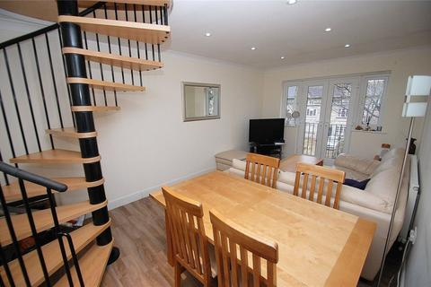 3 bedroom apartment to rent - Queenside Mews, Hornchurch, RM12